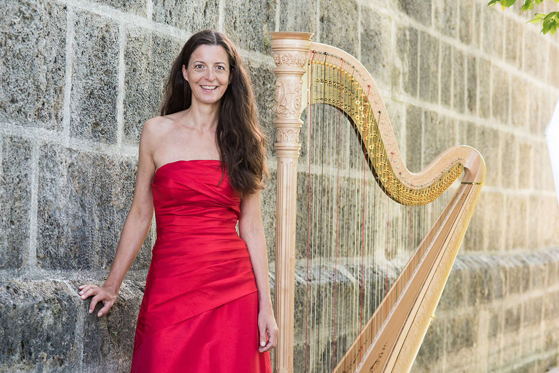 Silke Aichhorn – Lesung mit Harfenmusik am Nikolaus zu Gast im Gleis 1 in Meckenbeuren - Kultur in Meckenbeuren im Schuppen